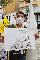 CURITIBA, PR, 05 DE DEZEMBRO 2013 – GREVE - TRABALHADORES EM HOSPEDAGEM E GASTRONOMIA DE CURITIBA - Nesta quinta-feira (05), centro de Curitiba, foi realizado uma grande passeata de protesto, contra os baixos salários e a falta de valorização do trabalhador. Trabalhadores desfilarão com mordaças e levaram faixas expressando o descontentamento com a atual situação do sertor.  Ato também foi em prostesto contra o Poder Judiciário que decidiu por uma liminar de interdito proibitório, amordanando os trabalhadores, que não poderão mais se manifestar através de prostesto sonoros,mesmo que pacificamente. (FOTO: PAULO LISBOA  / BRAZIL PHOTO PRESS)