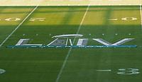 Logo des Super Bowl auf dem Feld im Innenraum des Hard Rock Stadium bei den Vorbereitungen auf den Super Bowl LIV am 2. Februar zwischen den Kansas City Chiefs und San Francisco 49ers - 22.01.2020: SB LIV im Hard Rock Stadium Miami