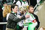 Stockholm 2015-03-14 Bandy SM-final herrar Sandvikens AIK - V&auml;ster&aring;s SK :  <br /> Fd V&auml;ster&aring;sspelaren Patrik Anderbro klappar om V&auml;ster&aring;s Magnus Joneby efter matchen mellan Sandvikens AIK och V&auml;ster&aring;s SK <br /> (Foto: Kenta J&ouml;nsson) Nyckelord:  SM SM-final final Bandyfinal Bandyfinalen herr herrar VSK V&auml;ster&aring;s SAIK Sandviken jubel gl&auml;dje lycka glad happy