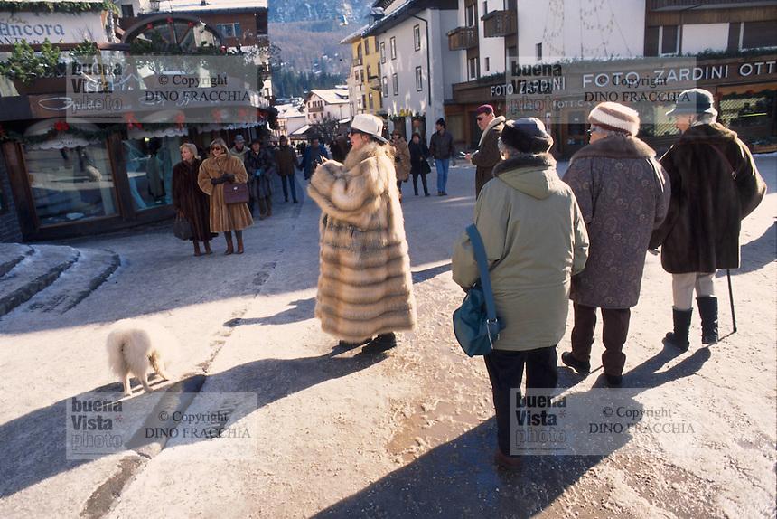 - Cortina d'Ampezzo, walk in downtown....- Cortina d'Ampezzo, passeggiata in centro città