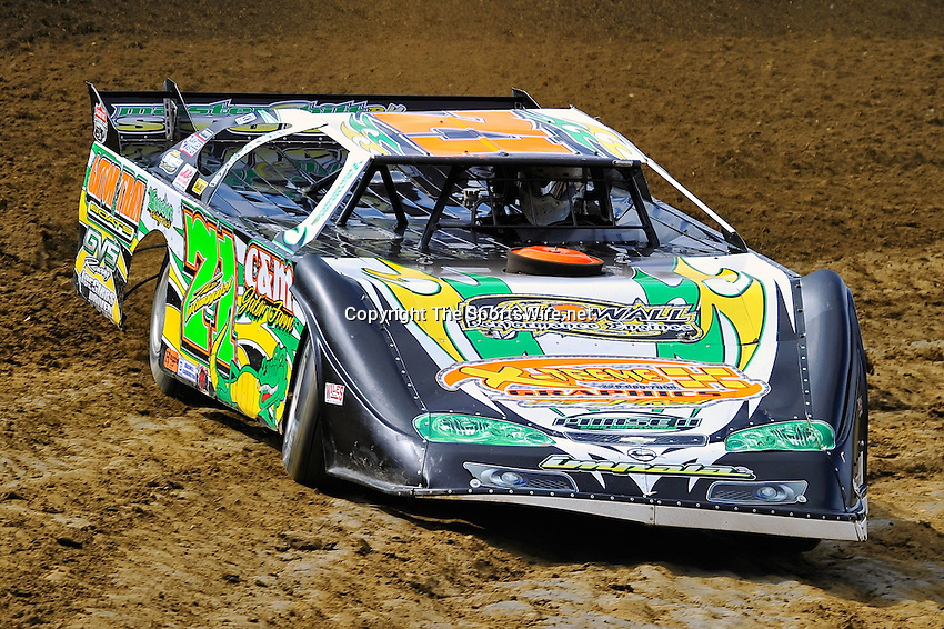 Feb 06, 2010; 1:10:18 PM; Gibsonton, FL., USA; The Lucas Oil Dirt Late Model Racing Series running The 34th Annual Dart WinterNationals at East Bay Raceway Park.  Mandatory Credit: (thesportswire.net)