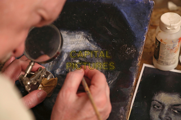 Mark Landis at home and at work on a &quot;Picasso&quot;<br /> in Art and Craft (2014) <br /> *Filmstill - Editorial Use Only*<br /> CAP/NFS<br /> Image supplied by Capital Pictures