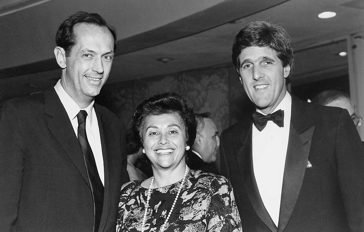 Sen. Bill Bradley, D-N.J., Rep. Nita Lowey, D-N.Y. and Sen. Bob Kerrey, D-Nebr. at the Senate Democratic Fall Dinner. September 27, 1989. (Photo by Laura Patterson/CQ Roll Call)