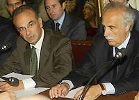 NAPOLI, 11/04/2013 LE AREE DELL'EX ITALSIDER E DELL'EX ETERNIT DI BAGNOLI SONO STATE SEQUESTRATE DAI CARABINIERI NELL'AMBITO DI UN'INDAGINE DELLA PROCURA CHE IPOTIZZA IL REATO DI DISASTRO AMBIENTALE. ..NELLA FOTO   CARLO BORGOMEO E ROCCO PAPA. FOTO DE LUCA .