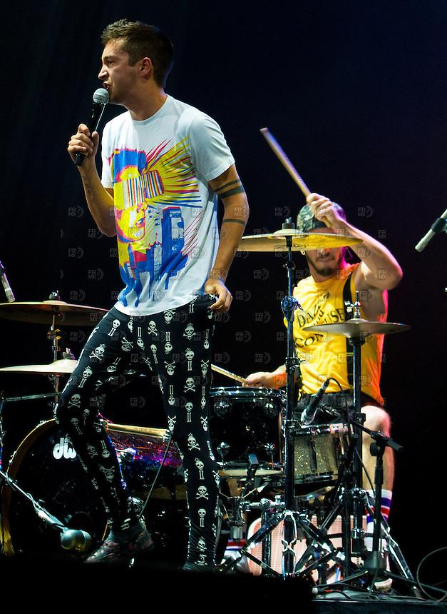 CIUDAD DE M&Eacute;XICO, DF. Julio 15, 2013 &ndash;  Tyler Joseph y Josh Dun del dueto estadounidense, Twenty One Pilots, durante su actuaci&oacute;n en el Palacio de los Deportes de la Ciudad de M&eacute;xico. El grupo de indierock y pop rock se present&oacute; por primera vez en  M&eacute;xico.  FOTO: ALEJANDRO MEL&Eacute;NDEZ<br /> <br /> MEXICO CITY, DF. July 15, 2013 - Tyler Joseph and Josh Dun of American duet, Twenty One Pilots, during his performance at the Palacio de los Deportes in Mexico City. The group pop rock indierock and was presented for the first time in Mexico. PHOTO: ALEJANDRO MELENDEZ