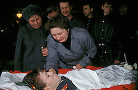 Moscow, Russia, 06/10/1993..Families mourn a pro-Government militia officer killed in fighting near the Russian Parliament. When President Boris Yeltsin dissolved the opposition-dominated Russian Parliament,  deputies and supporters, led by Vice President Alexander Rutskoi, barricaded themselves inside the White House. After a 10 day stand-off the situation exploded into violence between pro and anti Yeltsin forces.