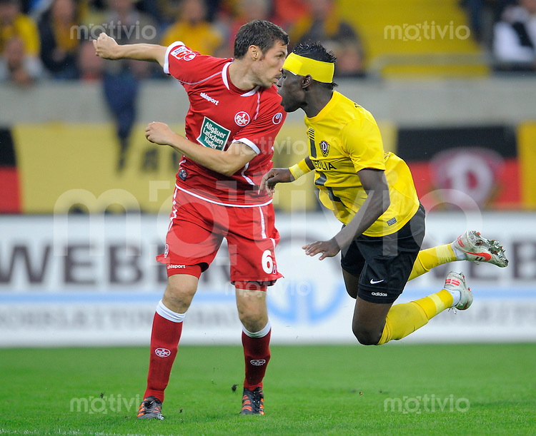 Fussball, 2. Bundesliga, Saison 2012/13, SG Dynamo Dresden - 1.FC Kaiserslautern, Freitag (31.08.12), Dresden, Gluecksgas Stadion. Dresdens Lynel Kitambala (re.) gegen Kaiserslauterns Mathias Abel.