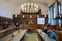 Prozess vor dem Amtsgericht Berlin gegen einen 19jaehrigen aus Syrien stammenden Palaestinenser, der am 17. April 2018 in Berlin zwei einen Israeli und einen Deutsch-Marokkaner antisemitisch beschimpft und mit seinem Guertel geschlagen haben soll. Der Deutsch-Marokkaner und sein israelischer Freund hatten im Stadtteil Prenzlauer Berg eine Kippa gerragen, als sie von dem 19jaehrigen Angeklagten zuerst beschimpft und dann geschlagen wurden.<br /> Im Bild: Der Saal 700 in dem der Prozess stattfindet.<br /> 19.6.2018, Berlin<br /> Copyright: Christian-Ditsch.de<br /> [Inhaltsveraendernde Manipulation des Fotos nur nach ausdruecklicher Genehmigung des Fotografen. Vereinbarungen ueber Abtretung von Persoenlichkeitsrechten/Model Release der abgebildeten Person/Personen liegen nicht vor. NO MODEL RELEASE! Nur fuer Redaktionelle Zwecke. Don't publish without copyright Christian-Ditsch.de, Veroeffentlichung nur mit Fotografennennung, sowie gegen Honorar, MwSt. und Beleg. Konto: I N G - D i B a, IBAN DE58500105175400192269, BIC INGDDEFFXXX, Kontakt: post@christian-ditsch.de<br /> Bei der Bearbeitung der Dateiinformationen darf die Urheberkennzeichnung in den EXIF- und  IPTC-Daten nicht entfernt werden, diese sind in digitalen Medien nach §95c UrhG rechtlich geschuetzt. Der Urhebervermerk wird gemaess §13 UrhG verlangt.]