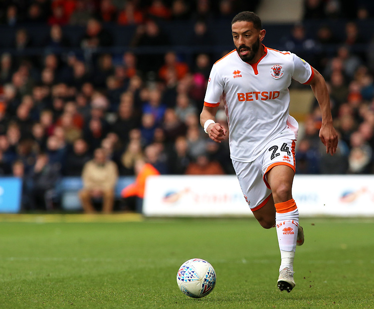 Blackpool's Liam Feeney in action<br /> <br /> Photographer David Shipman/CameraSport<br /> <br /> The EFL Sky Bet League One - Luton Town v Blackpool - Saturday 6th April 2019 - Kenilworth Road - Luton<br /> <br /> World Copyright © 2019 CameraSport. All rights reserved. 43 Linden Ave. Countesthorpe. Leicester. England. LE8 5PG - Tel: +44 (0) 116 277 4147 - admin@camerasport.com - www.camerasport.com
