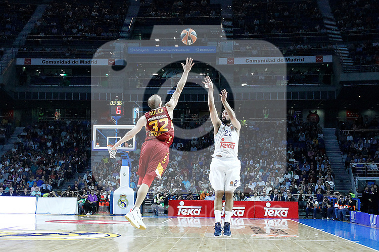 Real Madrid's Sergio Llull (r) and Galatasaray Odeabank Istambul's Sinan Guler during Euroleague, Regular Season, Round 5 match. November 3, 2016. (ALTERPHOTOS/Acero)