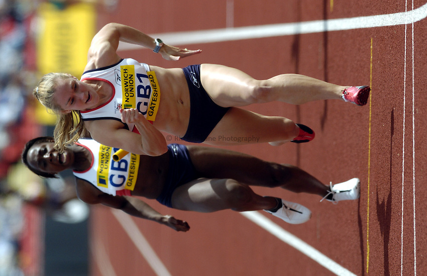 Photo. Richard Lane..Norwich Union British Grand Prix at Gateshead International. 27/06/2004..Susan Deacon takes the batton from Jeanette Kwakye in the womens 4x100m relay.