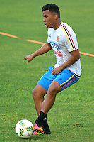 BARRANQUILLA - COLOMBIA -29-08-2016: Roger Martinez, jugador de la Selección Colombia durante entrenamiento en la cancha de la Universidad Autónoma de Barranquilla. Colombia prepara para el próximo partido partido contra Venezuela por la calificificacion a la Copa Mundo FIFA 2018 Rusia. / Roger Martinez player of Colombian team during training session ata Universidad Autonoma field in Barranquilla city. Photo: VizzorImage / Alfonso Cervantes / Cont