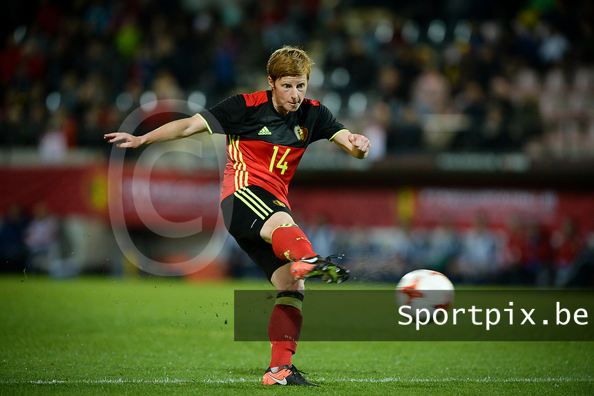 20170411 - LEUVEN ,  BELGIUM : Belgian Lien Mermans pictured during the friendly female soccer game between the Belgian Red Flames and Scotland , a friendly game in the preparation for the European Championship in The Netherlands 2017  , Tuesday 11 th April 2017 at Stadion Den Dreef  in Leuven , Belgium. PHOTO SPORTPIX.BE | DAVID CATRY
