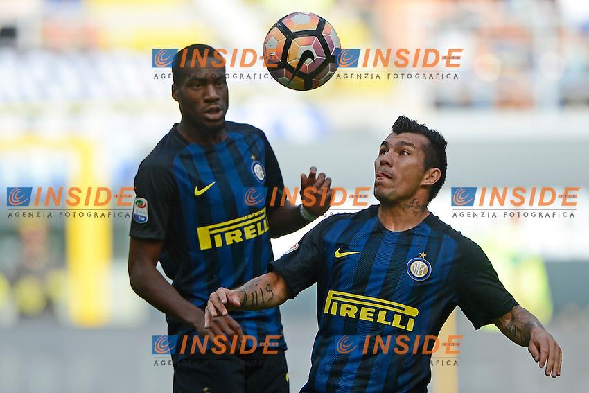 Geoffrey Kondogbia e Gary Medel Inter<br /> Milano 25-09-2016 Stadio Giuseppe Meazza - Football Calcio Serie A Inter - Bologna. Foto Giuseppe Celeste / Insidefoto