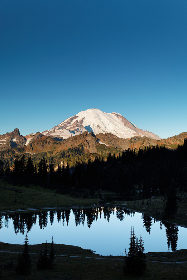 Mount Rainier reflected in Tipsoo Lake on a calm autumn morning, Mount Rainier National Park, Washington, USA