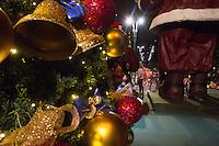 SAO PAULO, SP, 07 DEZEMBRO 2012 - ILUMINACAO DA PRACA DE NATAL AV PAULISTA - Inaugurada a iluminacao da Praca de Natal da Av. Paulista na noite desta sexta-feira(07).(FOTO: AMAURI NEHN / BRAZIL PHOTO PRESS).