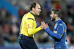 Getafe's Victor Rodriguez have words with the referee Mateu Lahoz during La Liga match. February 14,2016. (ALTERPHOTOS/Acero)