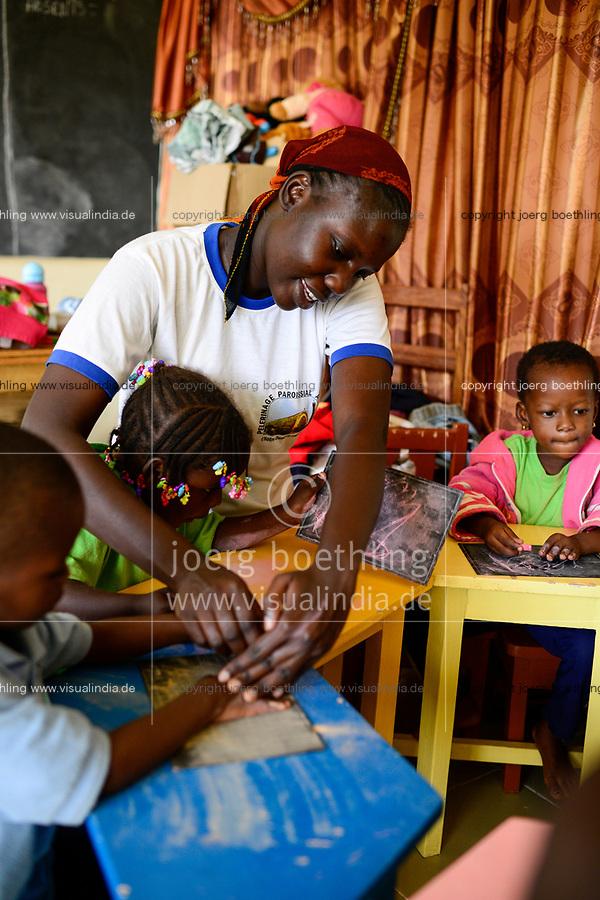 BURKINA FASO , Bobo Dioulasso, Good Shepherd Sisters / Die Schwestern vom Guten Hirten, Kindergarten, SR. EMILIE NGOM aus dem Senegal, leitet den Kindergarten