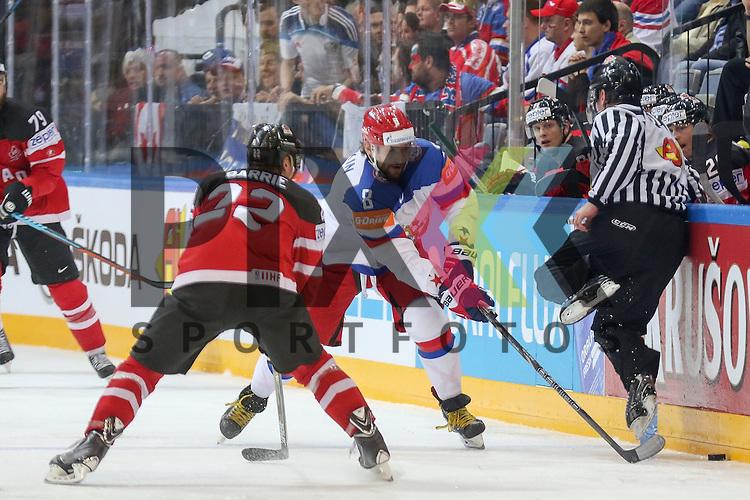 #r8#im Zweikampf mit Canadas Barrie, Tyson (Nr.22)  im Spiel IIHF WC15 Finale Russia vs. Canada.<br /> <br /> Foto &copy; P-I-X.org *** Foto ist honorarpflichtig! *** Auf Anfrage in hoeherer Qualitaet/Aufloesung. Belegexemplar erbeten. Veroeffentlichung ausschliesslich fuer journalistisch-publizistische Zwecke. For editorial use only.