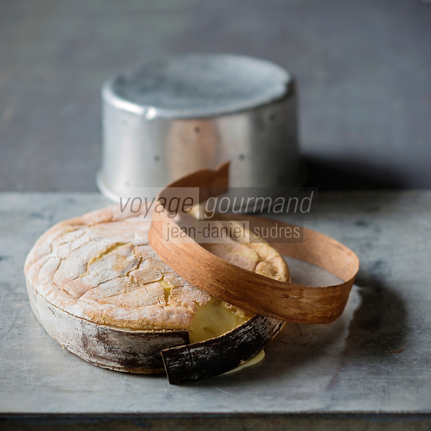 France, Savoie (73),   Vacherin des Bauges de la Fromagerie de Trévignin  / France, Savoie,   Vacherin des Bauges is a seasonal cheese,  - Stylisme : Valérie LHOMME