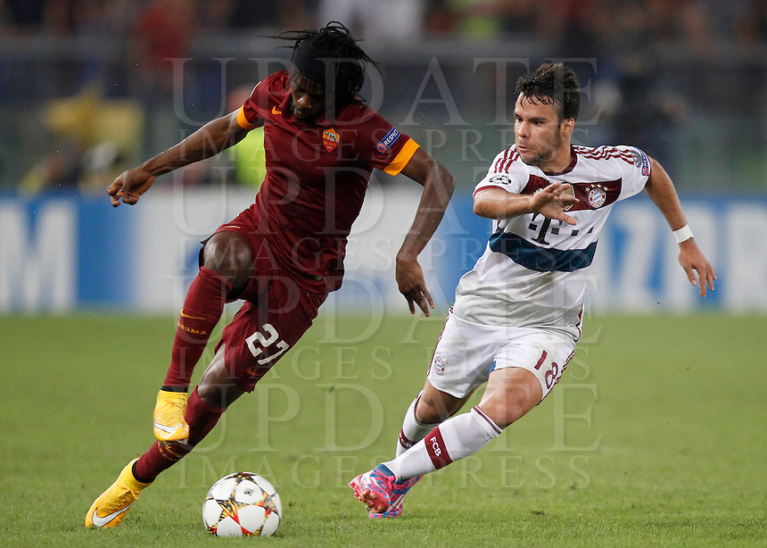 Calcio, Champions League, Gruppo E: Roma vs Bayern Monaco. Roma, stadio Olimpico, 21 ottobre 2014.<br /> Roma&rsquo;s Gervinhois challenged by Bayern&rsquo;s Juan Bernat during the Group E Champions League football match between AS Roma and Bayern at Rome's Olympic stadium, 21 October 2014.<br /> UPDATE IMAGES PRESS/Isabella Bonotto