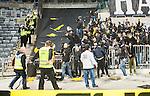 Stockholm 2015-05-25 Fotboll Allsvenskan Djurg&aring;rdens IF - AIK :  <br /> Poliser och AIK:s supportrar under ett br&aring;k efter matchen mellan Djurg&aring;rdens IF och AIK <br /> (Foto: Kenta J&ouml;nsson) Nyckelord:  Fotboll Allsvenskan Djurg&aring;rden DIF Tele2 Arena AIK Gnaget supporter fans publik supporters slagsm&aring;l br&aring;k fight fajt gruff