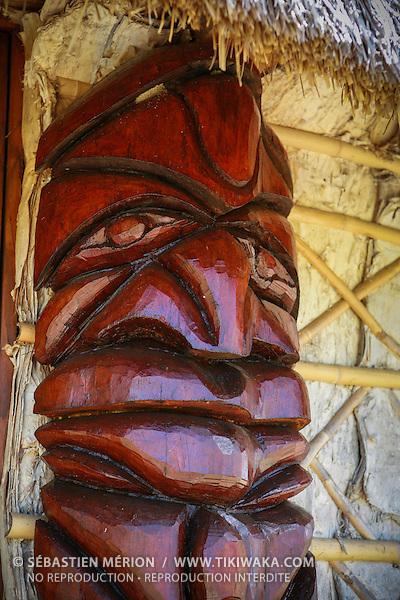 Chambranle à l'entrée d'une case kanak, Nouvelle-Calédonie