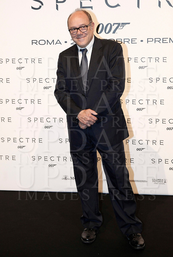 L'attore Carlo Verdone posa sul red carpet per la premiere del film 'Spectre' a Roma, 27 ottobre 2015 .<br /> Italian actor Carlo Verdone poses on the red carpet for the premiere of the movie 'Spectre' premiere in Rome, 27 October 2015 .<br /> UPDATE IMAGES PRESS/Isabella Bonotto