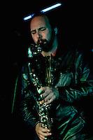 CIUDAD DE MÉXICO, DF. Julio 12, 2013  – Daniel Zlotnik saxofonista del grupo de Jazz, Los Dorados toca junto a Alejandro Otaola en el Bar Caradura de la Ciudad de México.  FOTO: ALEJANDRO MELÉNDEZ<br /> <br /> MEXICO CITY, DF. July 12, 2013 - Daniel Zlotnik saxophonist Jazz group, The Golden plays with Alejandro Caradura Otaola at Bar Mexico City. PHOTO: ALEJANDRO MELENDEZ