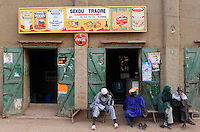 MALI Djenne , muslim men infront of shop with Nestle and Coca Cola advertisement / MALI Djenné , muslimische Maenner vor Laden mit Nestle und coca Cola Werbung