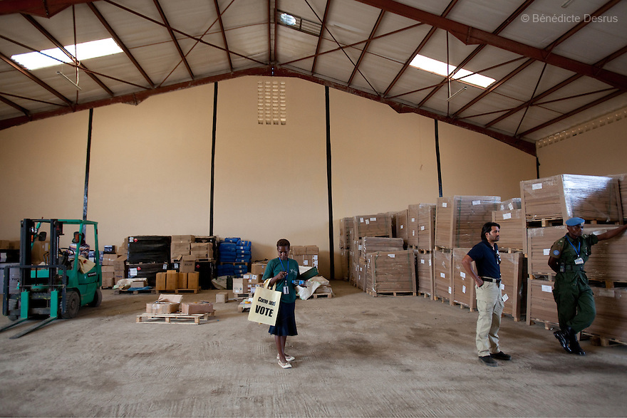 wednesday 22 december 2010 - Juba, South Sudan - A southern Sudanese man stores referendum material inside the UNIRED Warehouse in Juba. More than 7.3 million ballots have arrived in Southern Sudan for an independence referendum that is likely to create the world's newest country. U.N. official Denis Kadima said a chartered plane delivered the ballots Wednesday from England, where they were printed. Photo credit: Benedicte Desrus