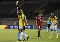 PEREIRA – COLOMBIA, 24-01-2020: Andres Matias Malonte, arbitro, muestra la tarjeta amarilla a Alejandro Cabeza de Ecuador durante partido entre Venezuela y Ecuador por la fecha 3, grupo A, del CONMEBOL Preolímpico Colombia 2020 jugado en el estadio Hernán Ramírez Villegas de Pereira, Colombia. / Andres Matias Malonte, referee,  shows the yellow card to Alejandro Cabeza of Ecuador during the match between Venezuela and Ecuador for the date 3, group A, for the CONMEBOL Pre-Olympic Tournament Colombia 2020 played at Hernan Ramirez Villegas stadium in Pereira, Colombia. Photo: VizzorImage / Mauricio Ortiz / Cont