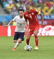 FUSSBALL WM 2014  VORRUNDE    GRUPPE E     Schweiz - Frankreich                   20.06.2014 Mathieu Valbuena (li, Frankreich) gegen Goekhan Inler (re, Schweiz)