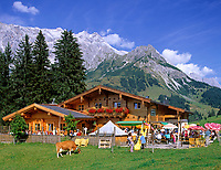 AUT, Oesterreich, Salzburger Land, Dienten, Almabtriebsfest auf der Liebenaualm vorm Hochkoenig (2.941 m) | AUT, Austria, Salzburger Land, Dienten, Liebenau alpine pasture and Hochkoenig mountain range