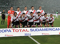 MEDELLIN- COLOMBIA – 03-12-2014: Los Jugadores de River Plate de Argentina posan para una foto durante partido de ida de la final de la Copa Total Suramericana entre Atletico Nacional de Colombia y River Plate de Argentina en el estadio Atanasio Girardot de la ciudad de Medellin. / The players of River Plate of Argentina, pose for a photo during a match for the first leg of the final between Atletico Nacional of Colombia and River Plate of Argentina of the Copa Total Suramericana in the Atanasio Girardot stadium, in Medellin city. Photo: VizzorImage / Luis Ramirez/ Staff.