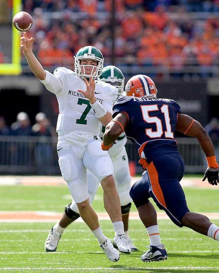 October 9, 2009 - Champaign, Illinois, USA - Michigan State quarterback Keith Nichol (7) throws a pass in the game between the University of Illinois and Michigan State at Memorial Stadium in Champaign, Illinois.  Michigan State defeated Illinois 24 to 14.