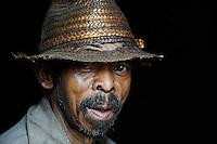MADAGASCAR Morarano , man with straw hat in village / MADAGASKAR Dorf Morarano , Mann mit Strohhut