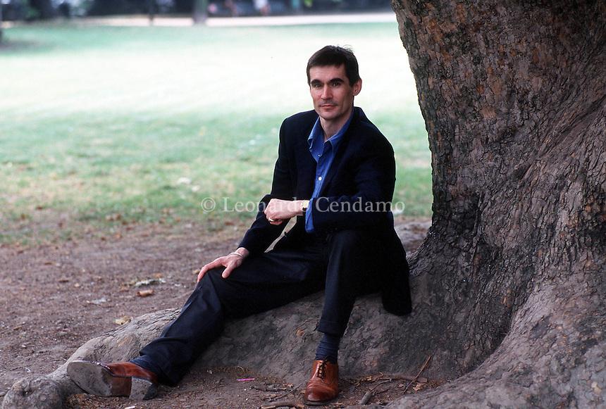 2000: ANDREW MILLER, WRITER © Leonardo Cendamo