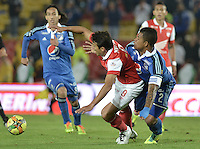 BOGOTÁ -COLOMBIA, 22-02-2014. Sergio Herrera (Izq) de Independiente Santa Fe disputa el balón con Roman Torres (Der) del Millonarios durante partido por la fecha 7 por la Liga Postobón  I 2014 jugado en el estadio Nemesio Camacho el Campín de la ciudad de Bogotá./ Independiente Santa Fe player Sergio Herrera (L) fights for the ball with Millonarios player Roman Torres (R) during match for the 7th date for the Postobon  League I 2014 played at Nemesio Camacho El Campin stadium in Bogotá city. Photo: VizzorImage/ Gabriel Aponte / Staff