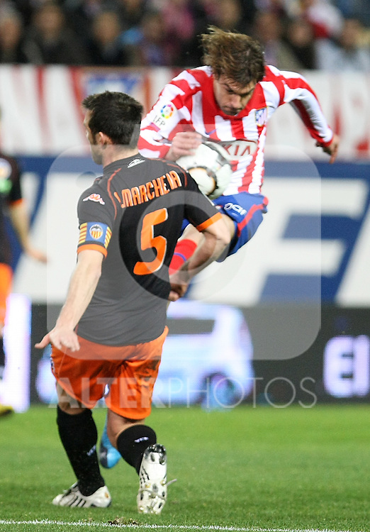 Atletico de Madrid's Juan Valera (r) and Valencia's Carlos Marchena during La Liga match.(ALTERPHOTOS/Acero)