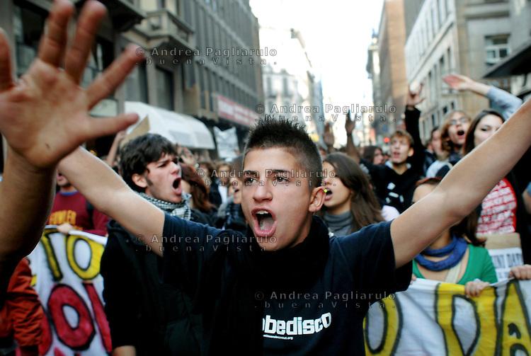 Italia, Milano, manifestazione studenti contro la riforma della scuola pubblica. <br /> Italy, Milan, students demonstration against the school systems law reform.