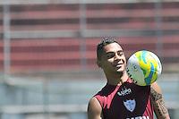 SÃO PAULO, SP, 21 DE JANEIRO DE 2014 -  ESPORTES - FUTEBOL - TREINO DA PORTUGUESA - Bryan.  Durante treino no estádio do Canindé, preparação para partida entre a equipe do Ituano. FOTOS: Dorival Rosa/Brazil Photo Press).
