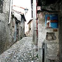 Arcumeggia il paese dipinto in provincia di Varese. Affreschi nei vicoli del paese.