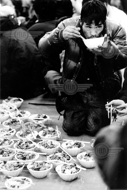 ©Dean Chapman/Panos Pictures..Tokyo. Homeless man in Shinjuku station.