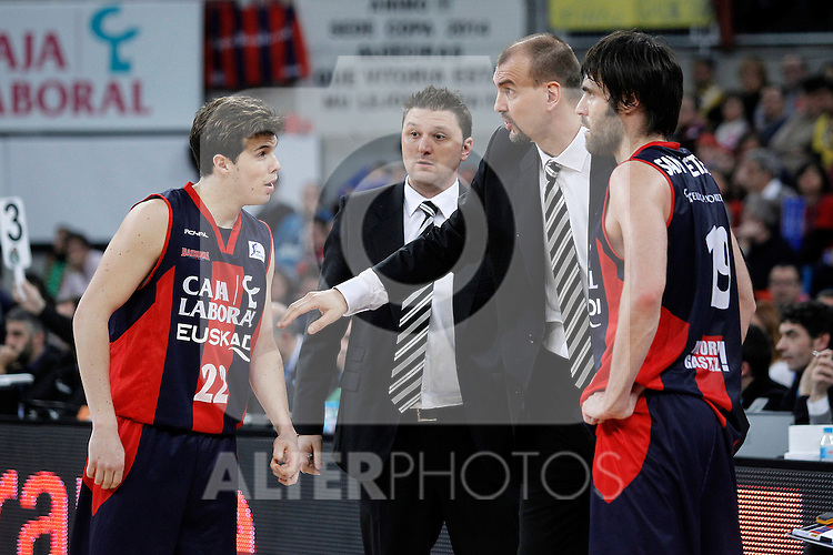 Caja Laboral Baskonia's coach Zan Tabak (c) with his players Thomas Heurtel (l) and Fernando San Emeterio during Spanish Basketball King's Cup semifinal match.February 07,2013. (ALTERPHOTOS/Acero)