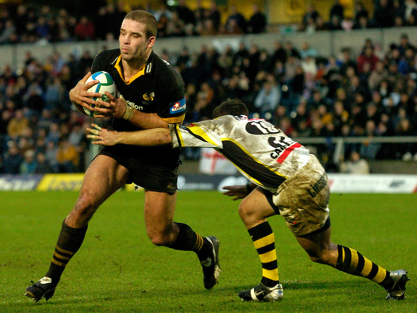 Photo: Richard Lane..London Wasps v Calvisano. Heinenken Cup. 25/01/2004..Joe Worsley attacks.