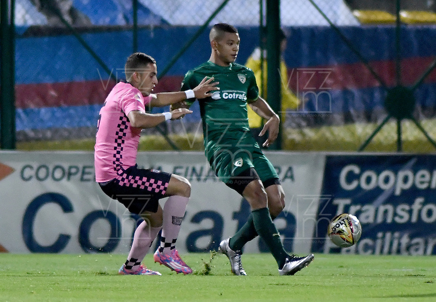 BOGOTA - COLOMBIA -21 -10-2016: Diego Valoyes (Der.) jugador de La Equidad disputa el balón con Juan Diaz (Izq.) jugador de Boyaca Chico FC, durante partido entre La Equidad y Boyaca Chico FC, por la fecha 17 de la Liga Aguila II-2016, jugado en el estadio Metropolitano de Techo de la ciudad de Bogota. / Diego Valoyes (R) player of La Equidad vies for the ball with Juan Diaz (L) player of Boyaca Chico FC, during a match La Equidad and Boyaca Chico FC, for the  date 17 of the Liga Aguila II-2016 at the Metropolitano de Techo Stadium in Bogota city, Photo: VizzorImage  / Luis Ramirez / Staff.