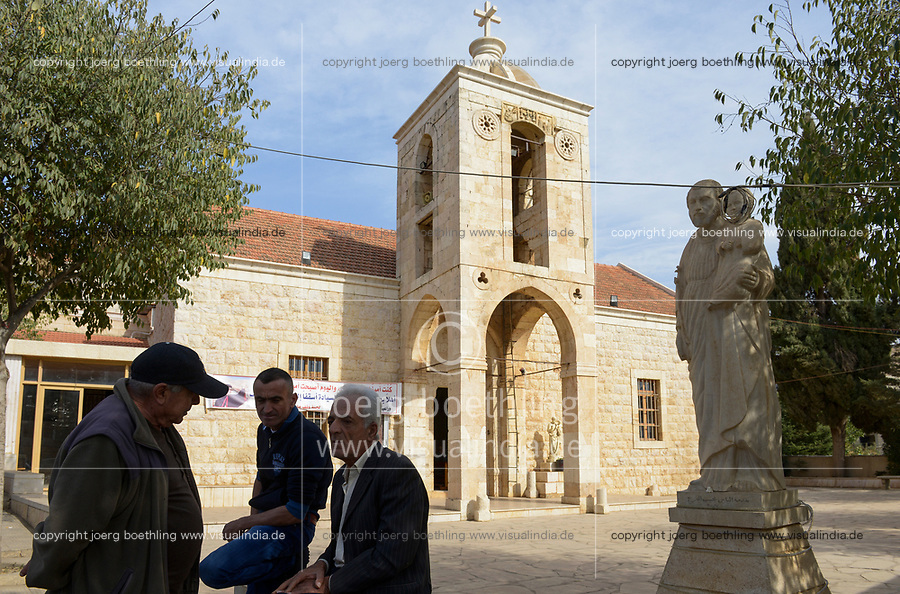 LEBANON Deir el Ahmad, a maronite christian village in Beqaa valley / LIBANON Deir el Ahmad, ein christlich maronitisches Dorf in der Bekaa Ebene