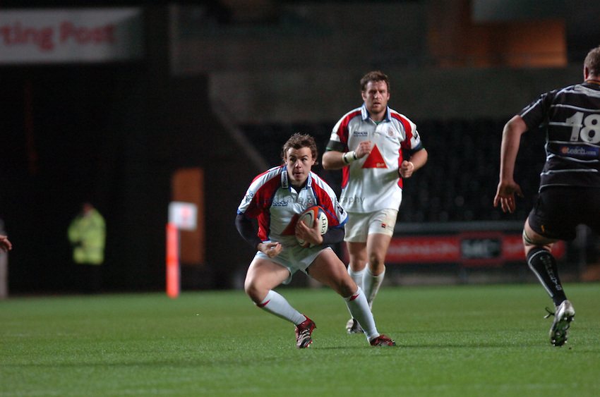 Photo: James Davies..Ospreys v Bristol Rugby. EDF Energy Anglo Welsh Cup. 02/12/2006..Bristol's Gareth Griffiths.
