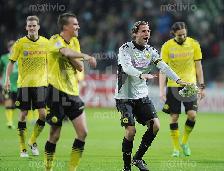 FUSSBALL   1. BUNDESLIGA   SAISON 2011/2012    9. SPIELTAG  14.10.2011 SV Werder Bremen - Borussia Dortmund                  SCHLUSSJUBEL Dortmund:  Torwart Roman Weidenfeller (re)